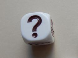 игровой кубик с вопросительным знаком
