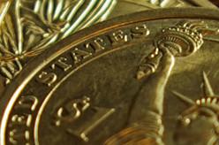 золотая монета США крупным планом