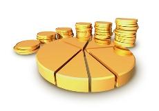 золотая круговая диаграмма и монеты столбиками