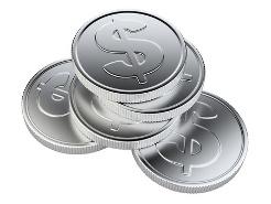 кучка серебряных монет со знаком доллара
